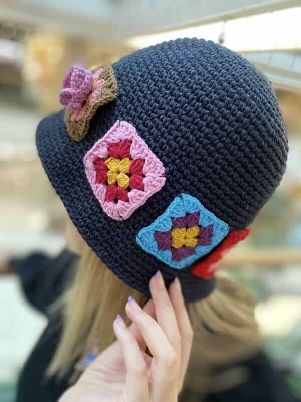 Çiçek Motif Örgü Şapka